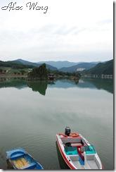 湖水平靜如鏡很漂亮